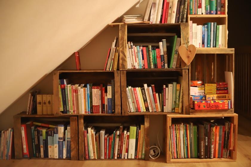 das fertige Bücherregal